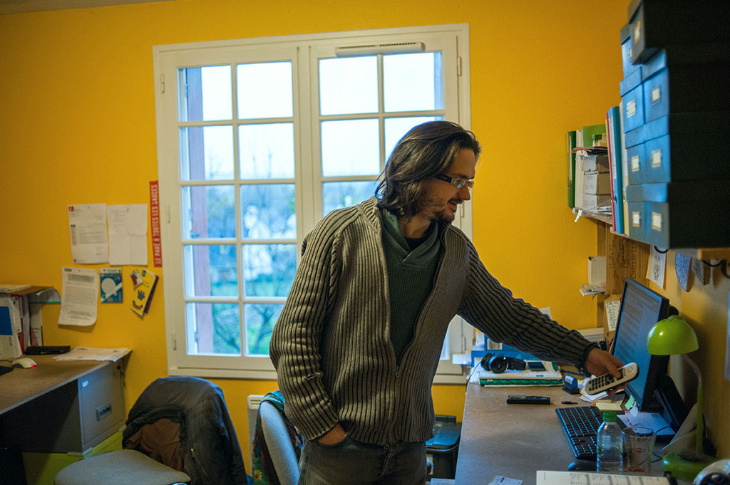 Julien, l'un des responsable de l'épicerie.