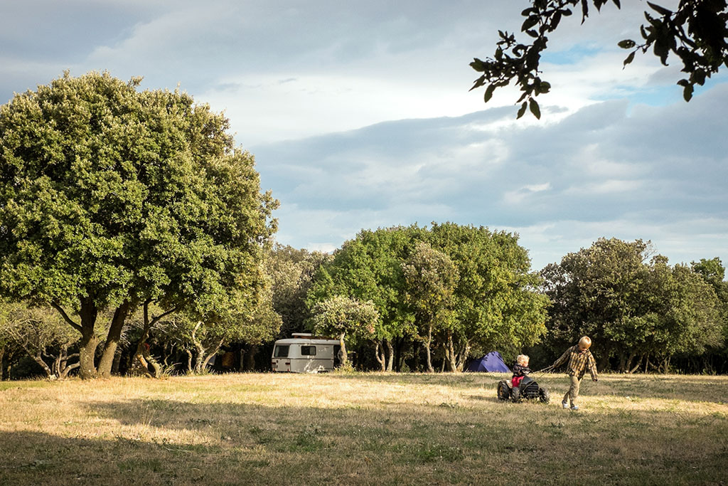 Le terrain de camping participatif et autogéré par les usagers du camping.