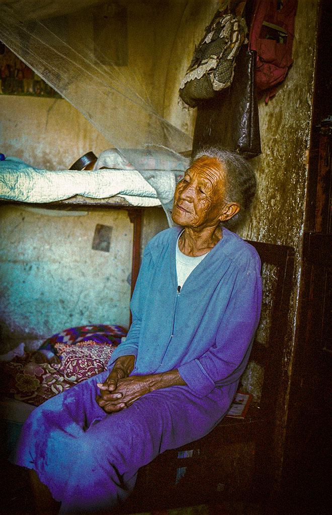 """Discussion avec la grand-mère d'une """"pensionnaire""""."""