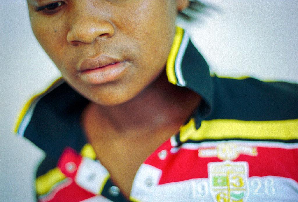 Portrait d'une jeune fille suivie par l'association GDM. Les portraits sont anonymes pour protéger ces mineures en danger.